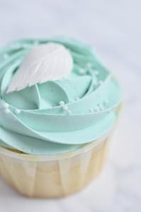 1.-wedding-cupcakes-700x1056